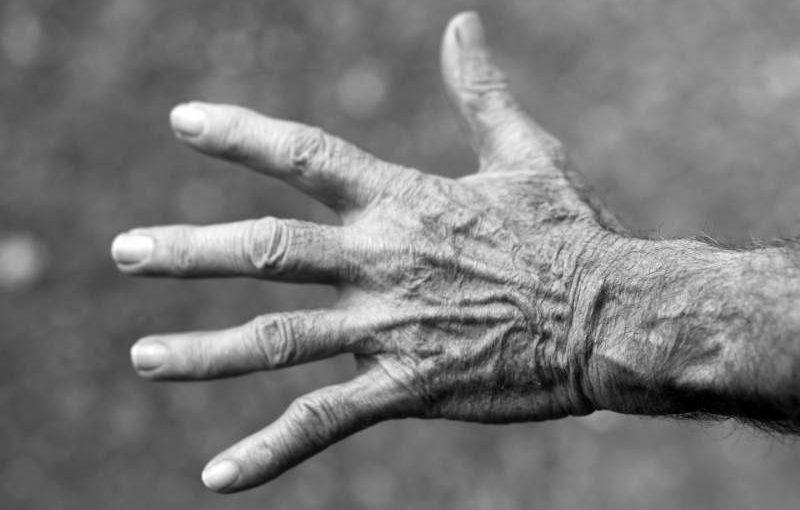 rughe pelle della mano